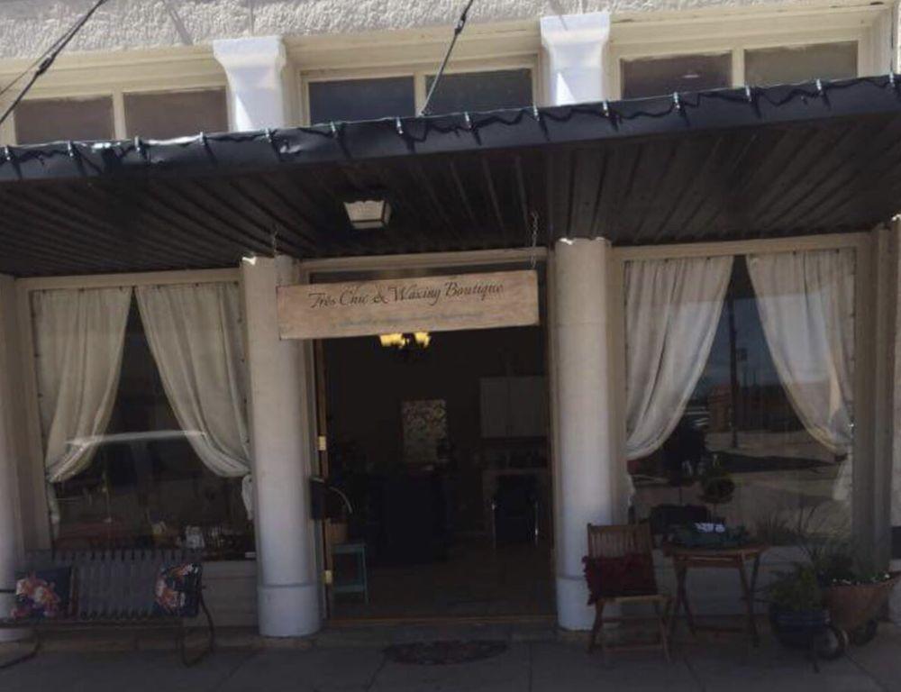 Tres Chic Salon: 105 N 8th St, Ballinger, TX