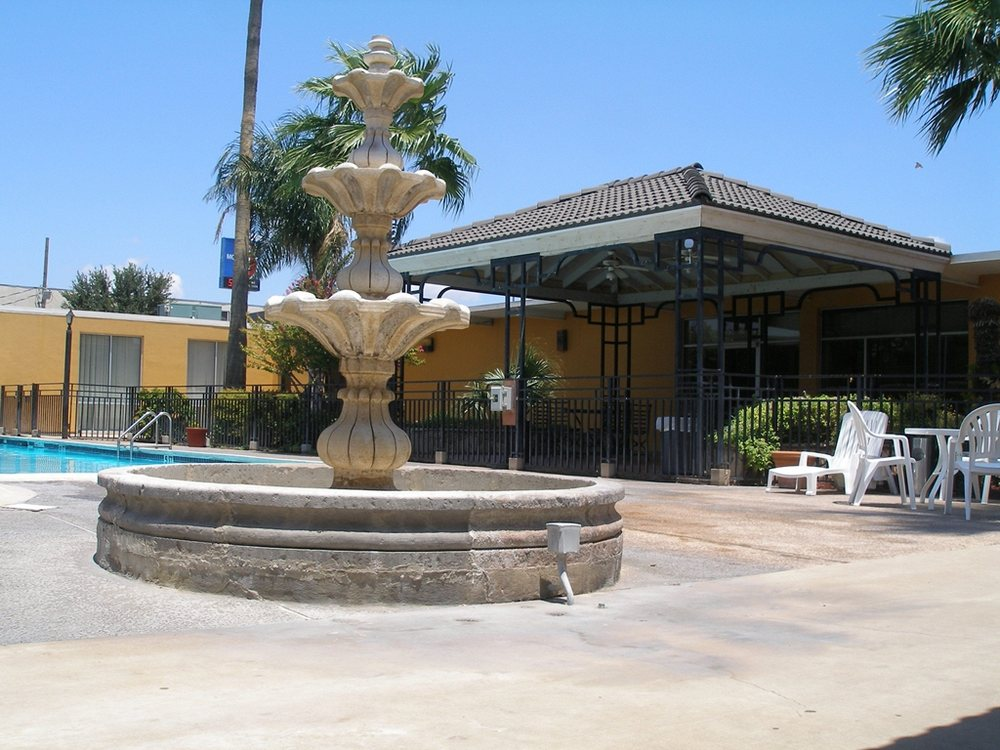Americas Best Value Inn Laredo: 5240 San Bernardo Avenue, Laredo, TX