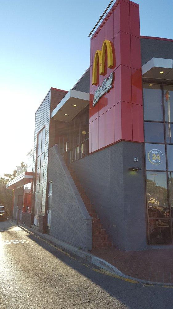 2017 07 08 McDonalds Hamilton 2 Storeys A Dining Room