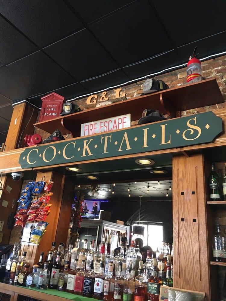 Grace and Leavitt Tavern: 2157 W Grace Ave, Chicago, IL