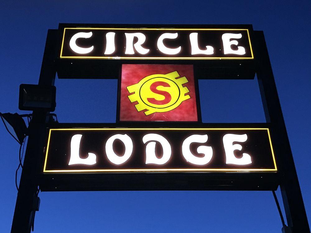 Circle S Lodge: 400 M St, Gering, NE