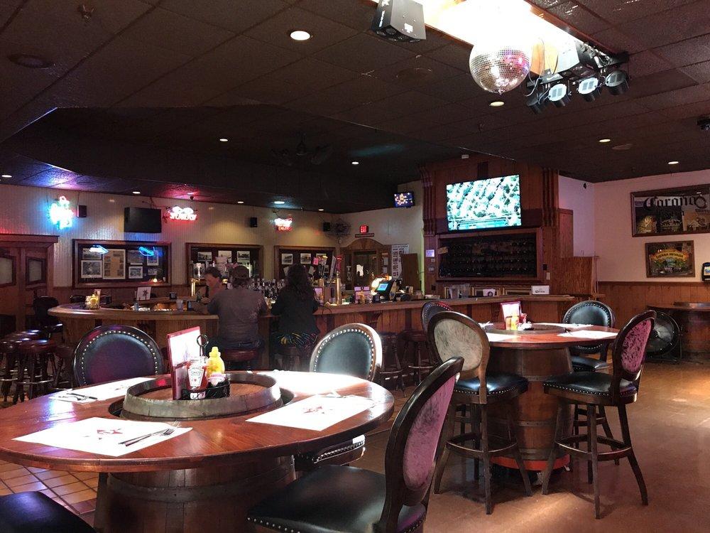 Boomer's Saloon: 45020 Hwy 101, Laytonville, CA