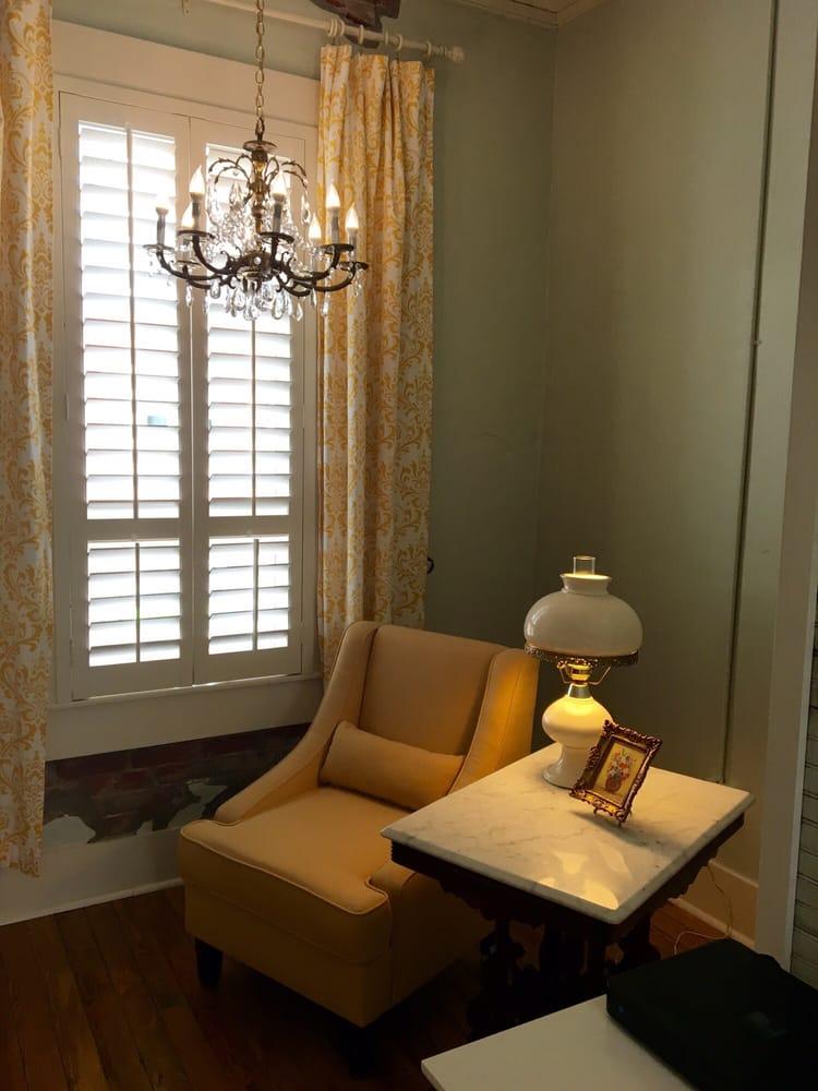 Screen Door Inn: 110 N Ave D, Clifton, TX
