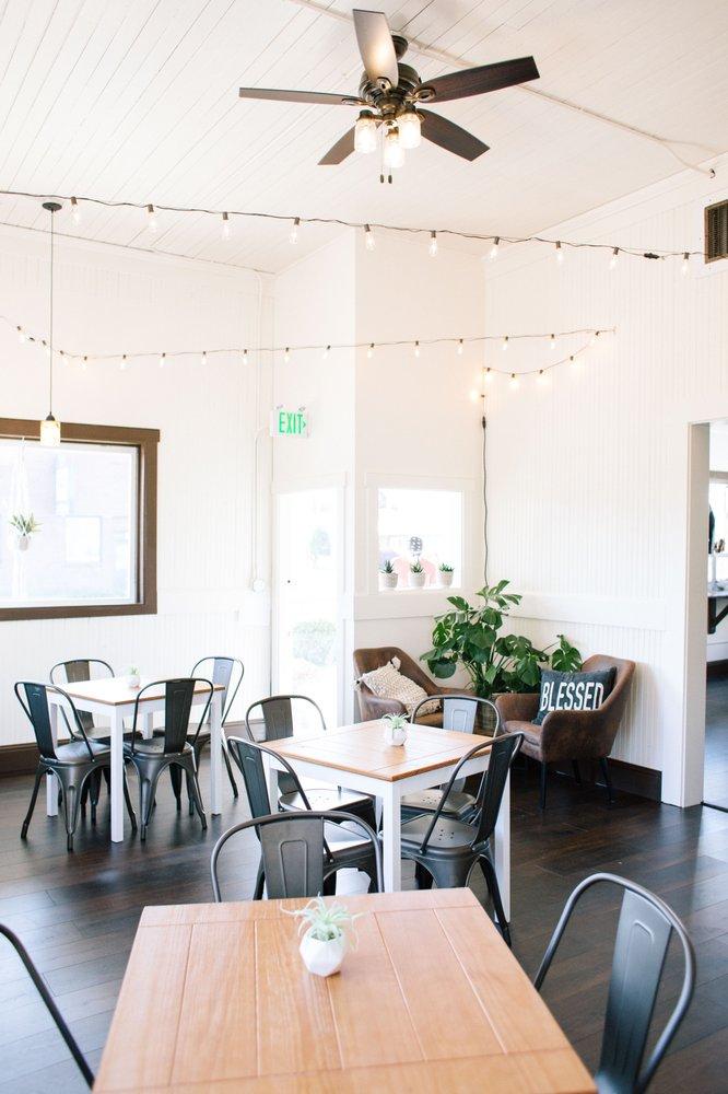 Brass Hub Coffeebar: 1101 1st St, Cosmopolis, WA