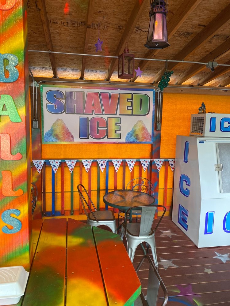 Maggies Shaved Ice: 204 Burro Ave, Cloudcroft, NM