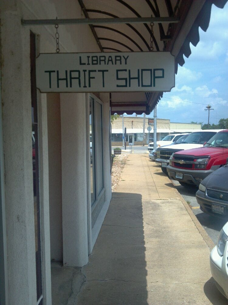 Mark-Down Library Thrift Shop: 152 E Main, Forsyth, MO