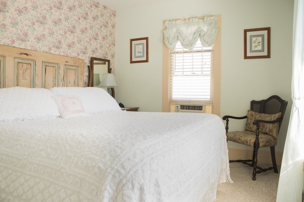 Wildflower Bed & Breakfast On the Square: 100 E Washington St, Mountain View, AR