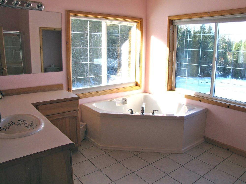 Amber Bear Inn: 25 Amber Bear Ln, Heron, MT