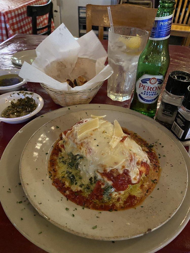 Giovanni's Italian Kitchen: 729 E Mulberry St, Angleton, TX