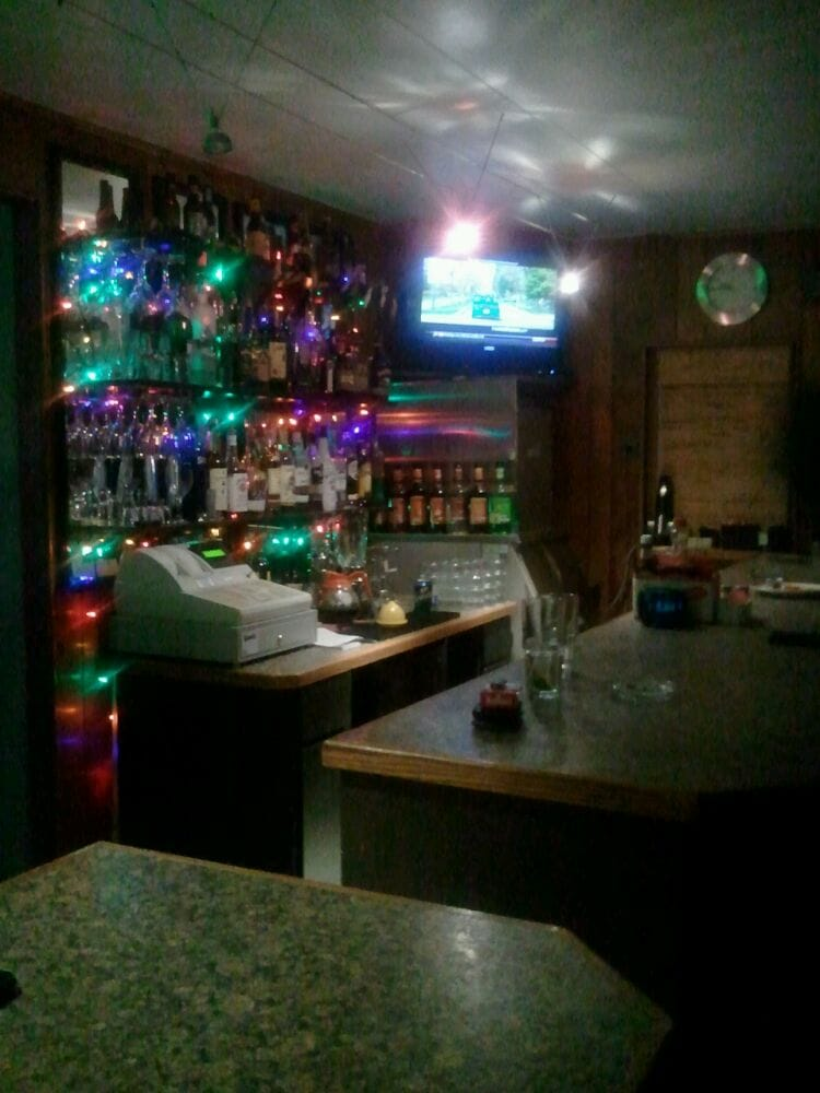 Carter's Motel Bar and Grill: 389 Willow Springs Rd, Mead, OK