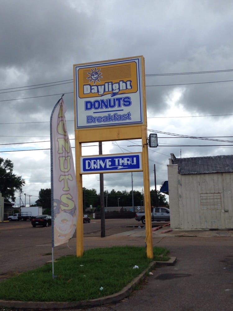 Daylight Donuts: 521 N State St, Clarksdale, MS