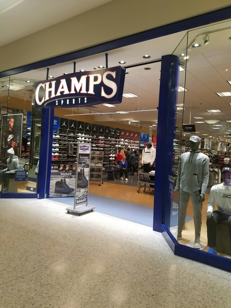 Champs Sports: Monroeville Mall, Monroeville, PA