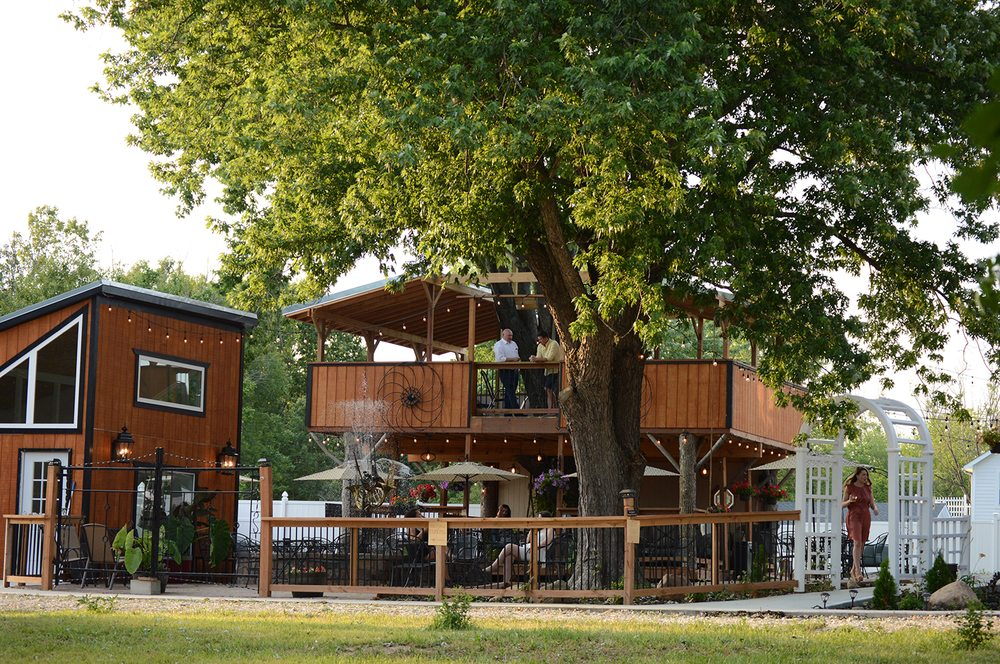 Renaissance Wine Garden: 29131 N Stringtown Rd, Foristell, MO