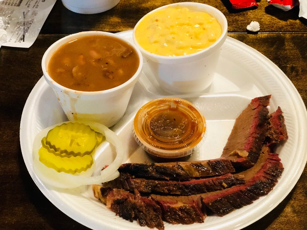 Tuckers Barbeque: 200 S 16th St, Raymondville, TX