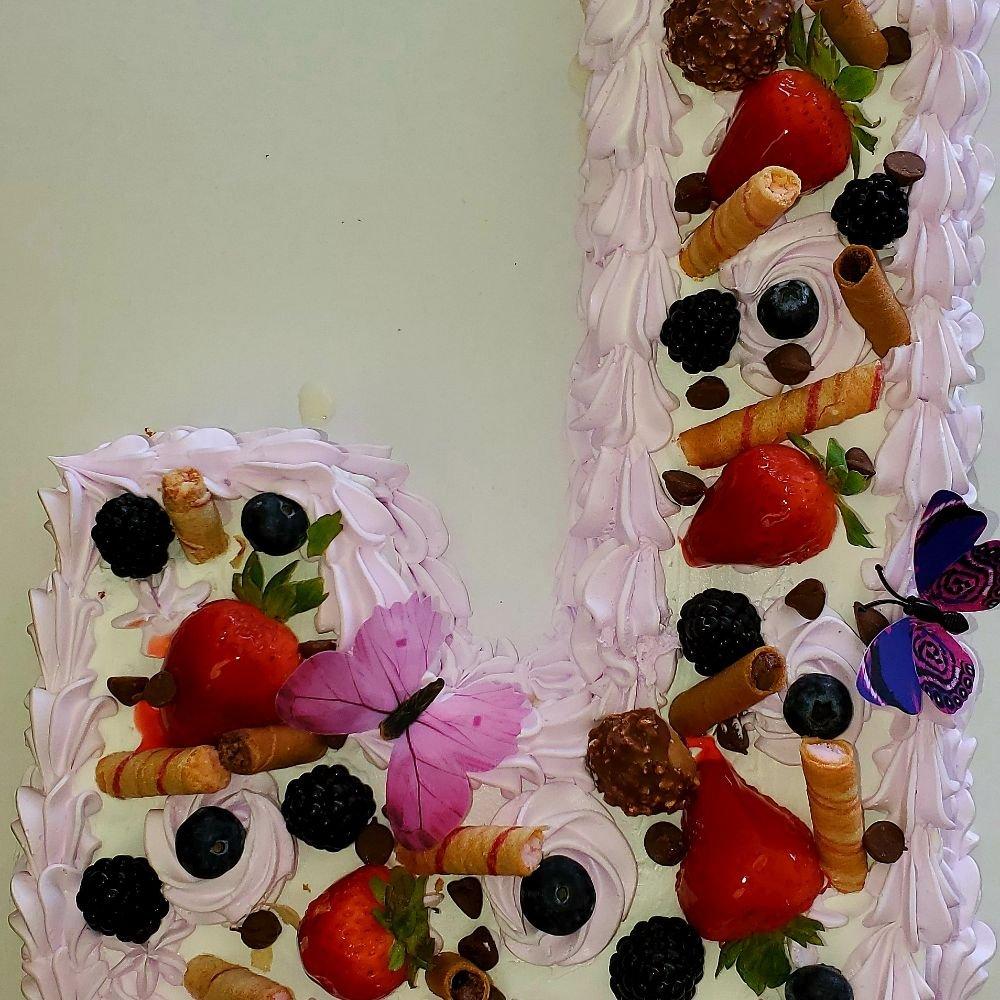 Cecy's Cakes: 116 N Rangeline Rd, Joplin, MO