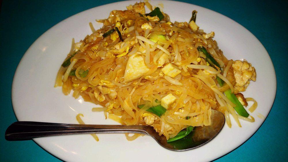 Sandee Thai Restaurant: 211 Oak St, Silverton, OR