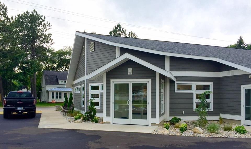 Elk Rapids Animal Hospital: 714 S US Hwy 31, Elk Rapids, MI