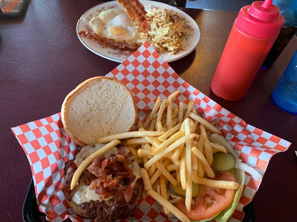 Canyon Cafe: 16064 Pierce Ferry Rd, Dolan Springs, AZ