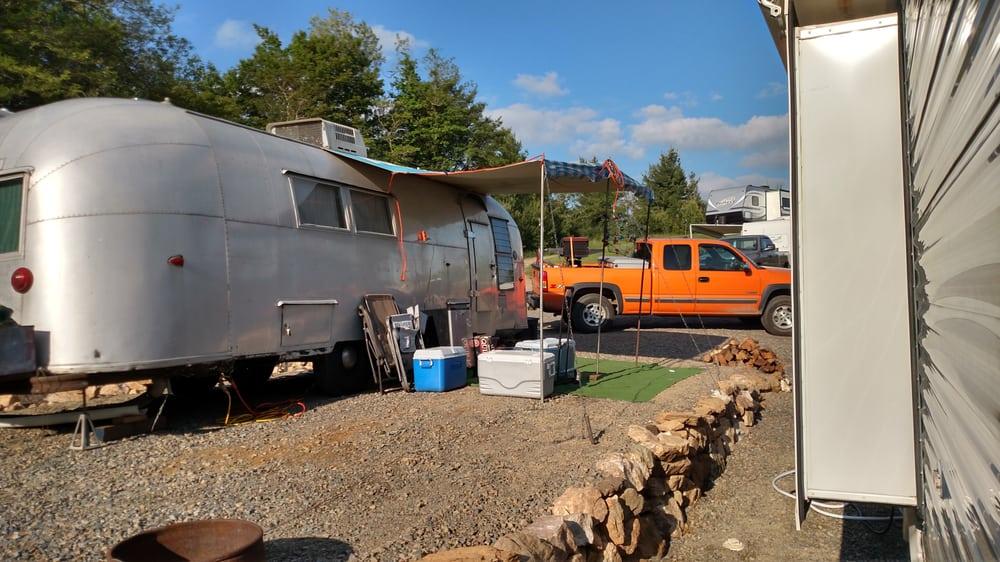 Fancy Gap Cabins And Campground: 202595 Blue Ridge Pkwy, Fancy Gap, VA