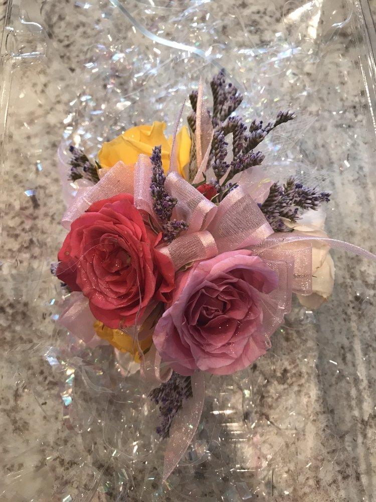 The House of Flowers: 821 Berkley Rd, Auburndale, FL