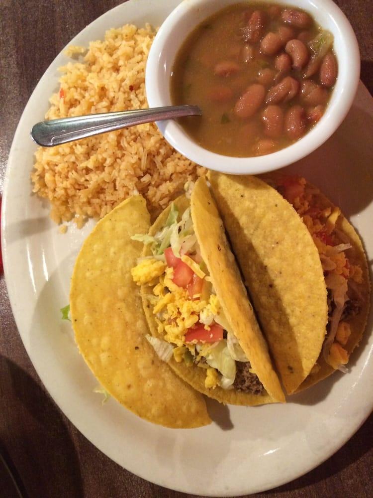 Victoria's Restaurant: 367 Ave E, Van Vleck, TX