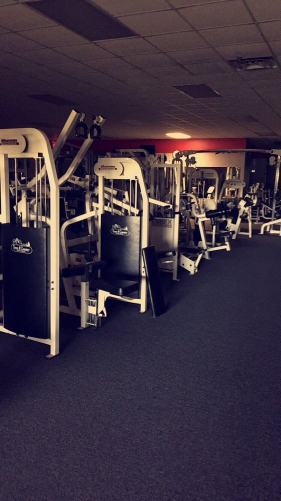 Town & Country Sports and Health Club: 1018 Town Dr, Wilder, KY