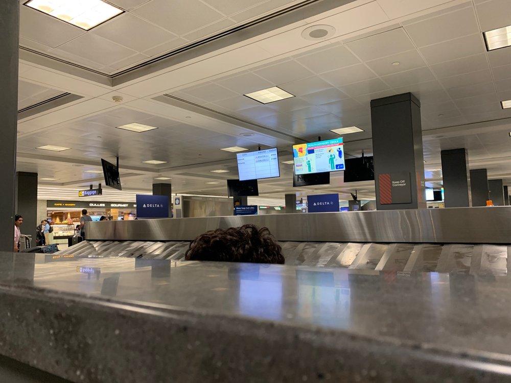 Washington Dulles International Airport: 1 Saarinen Cir, Dulles, VA