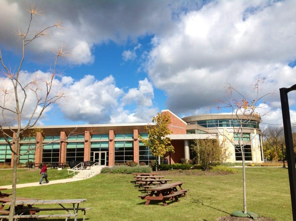Trinity International University: 2065 Half Day Rd, Deerfield, IL