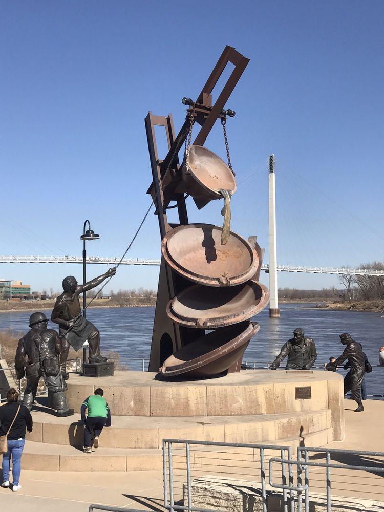 Monument to Labor Sculpture