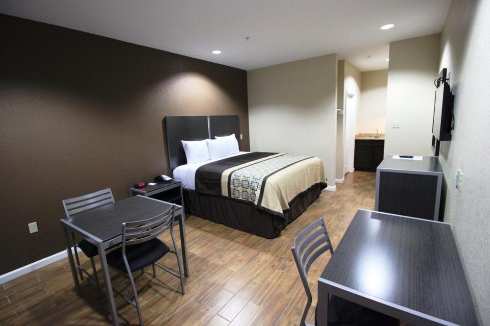 Scottish Inns & Suites: 6600 North Highway 146, Baytown, TX
