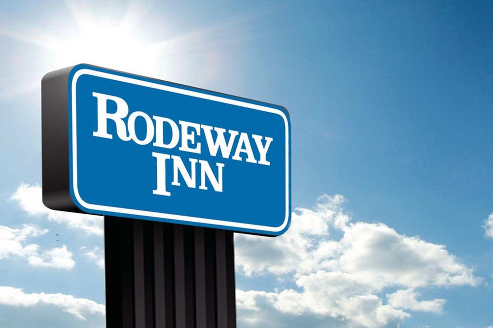 Rodeway Inn: 3110 NW Cache Road, Lawton, OK