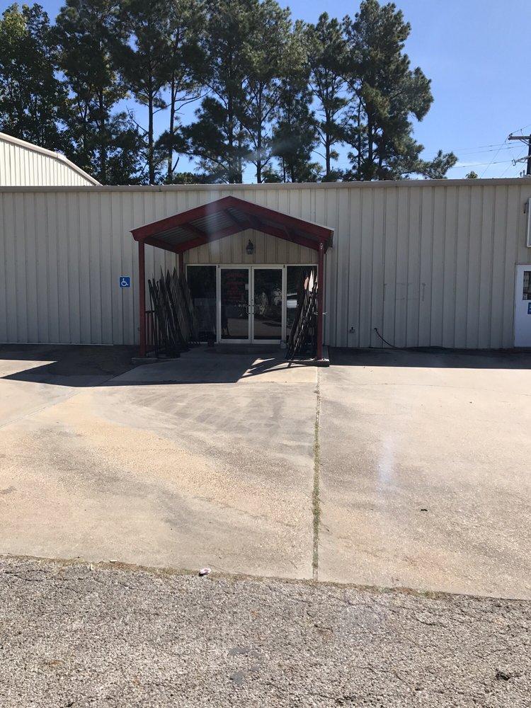 Tejas Paint & Flooring: 2404 US-190, Livingston, TX