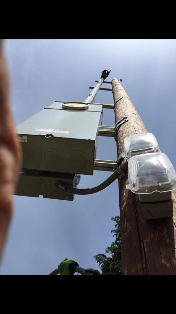 320 amp service on a power pole - Yelp
