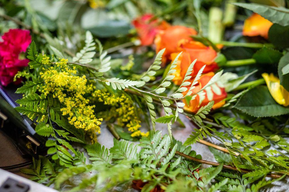 Bouquets on Broad St: 610 N Broad St, Globe, AZ