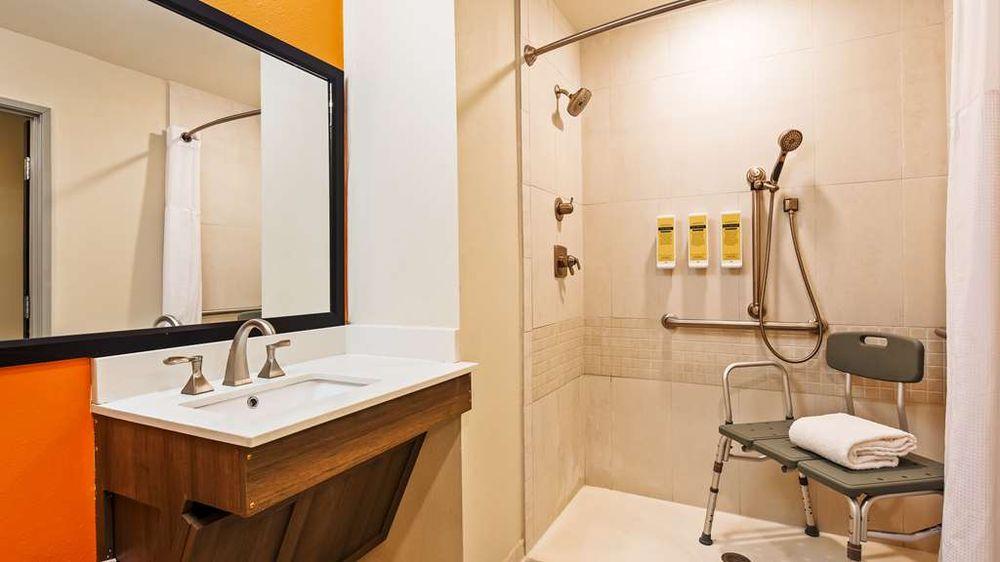 Best Western Plus Portales Inn: 223 W 2nd St, Portales, NM