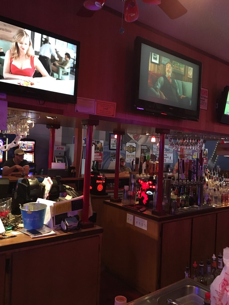 Bugsy's Bar and Grill: 559 Ivy St, Junction City, OR