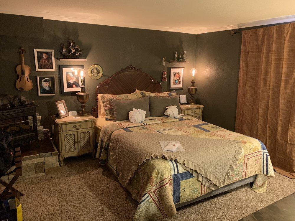 Fiddler's Inn: 705 N Canyon St, Carlsbad, NM