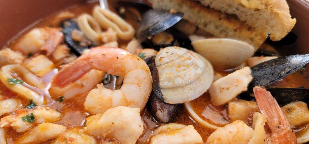 Tiki Tiki: 6200 N Ocean Dr, Hollywood, FL