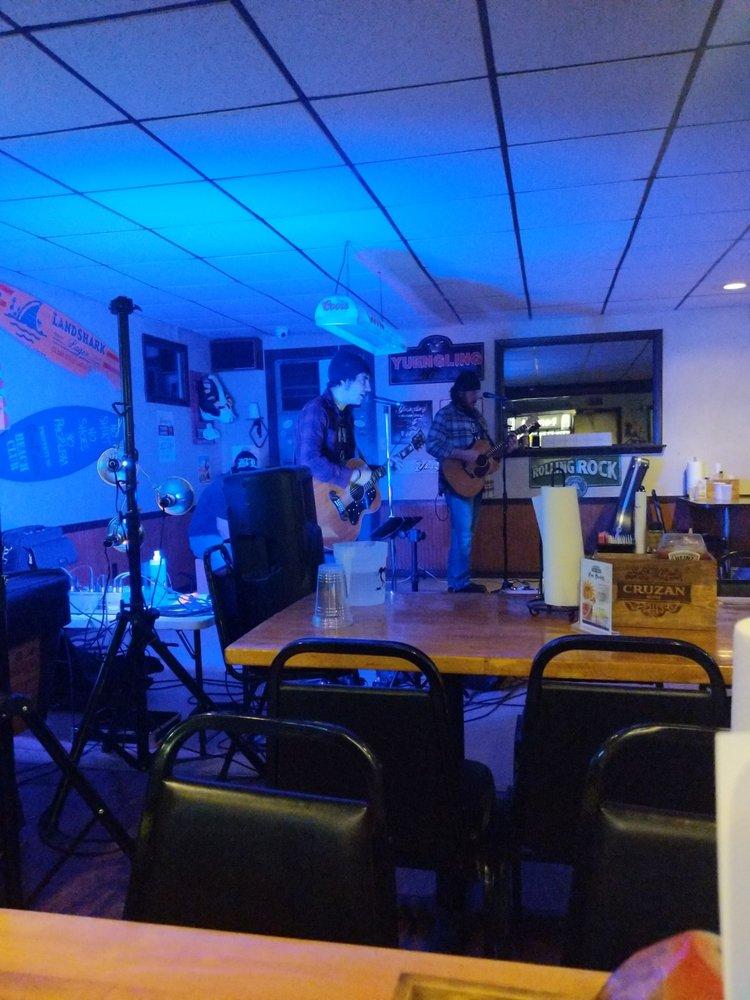 Barefoot Bar & Grill: 614 Schenley Rd, Leechburg, PA