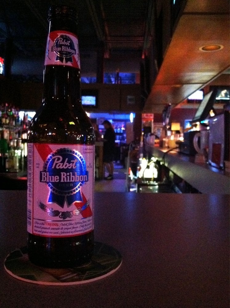 Risky's Sports Bar & Grill: 4680 Leighton Ave, Lincoln, NE