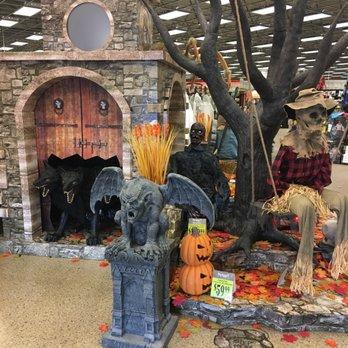 photo of spirit halloween kapolei hi united states at the entrance