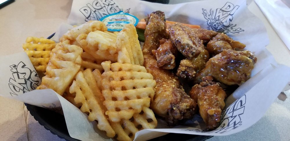 Dick's Wings & Grill - Baxley: 895 S Main St, Baxley, GA