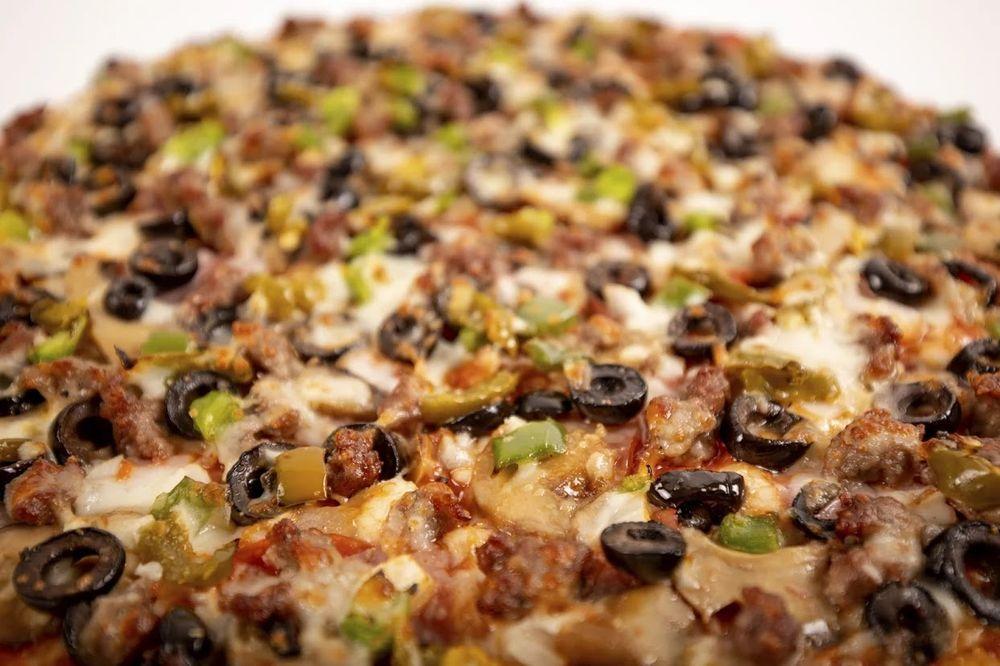 Johnny's Pizza House: 717 Sterlington Hwy, Farmerville, LA