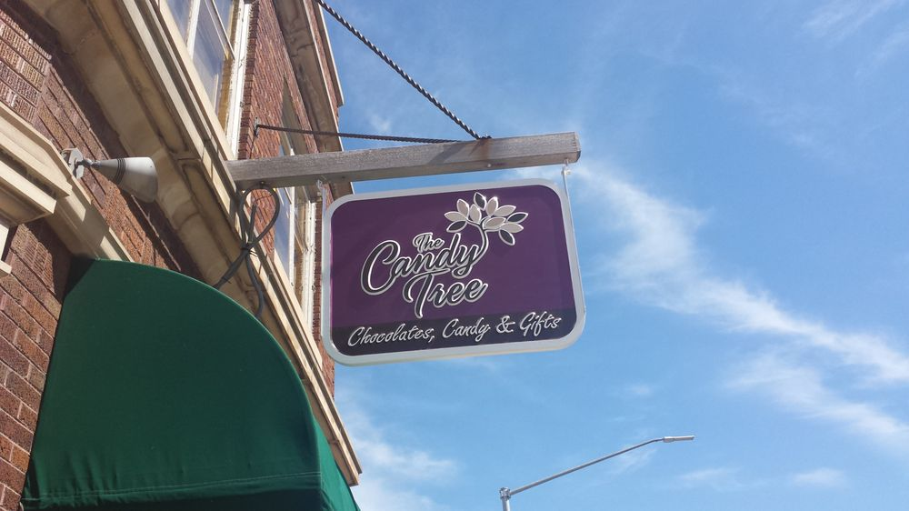 The Candy Tree: 1304 Fond Du Lac Ave, Kewaskum, WI