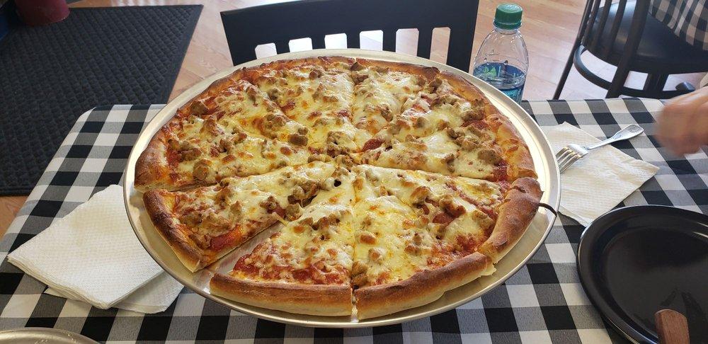 Paulie D's Pizza: 5735 Johnson Dr, Mission, KS