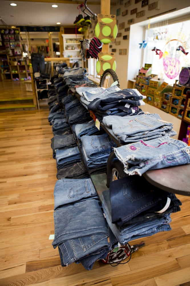 M&C Clothing and Gifts: Mc Square, Amherst, NH