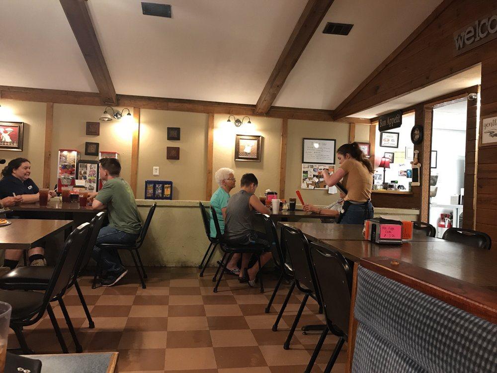 Snappys Pizza: 21 E Main St, Hohenwald, TN