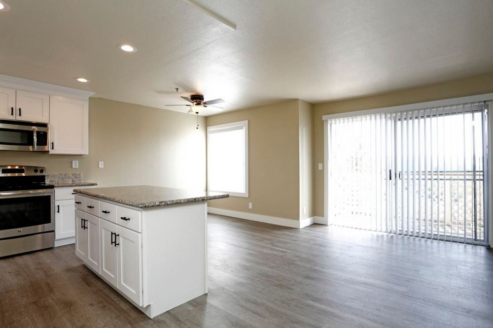 Quail Hill Apartments: 20800 Lake Chabot Rd, Castro Valley, CA