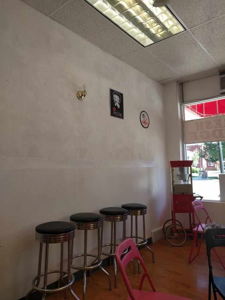 Ice Cream Parlor and Fudge: 58-64 1st Ave E, Lava Hot Springs, ID