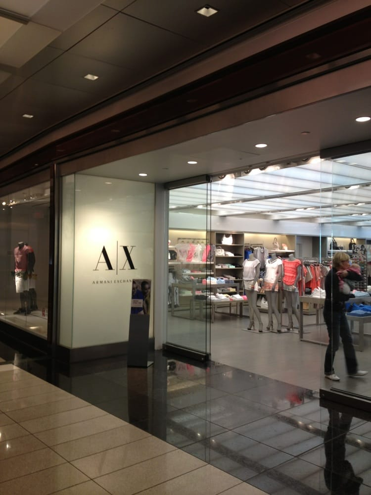 Armani exchange fechado roupa de homem 10 columbus for Armani store nyc